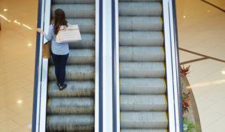 Auf einer Rolltreppe in einer Wieder U-Bahn-Station ist eine junge Frau vergewaltigt worden (Symbolfoto). (Foto)