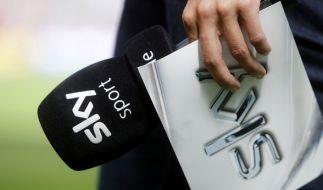 Fußball-Fans müssen künftig auf zahlreiche Bundesliga-Partien im Free-TV verzichten. (Foto)