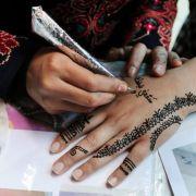 Kleines Mädchen (7) mit Horror-Verbrennungen nach Urlaubs-Tattoo (Foto)