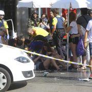 Und südlich von Barcelona werden bei einer Polizeiaktion fünf mutmaßliche Terroristen getötet.