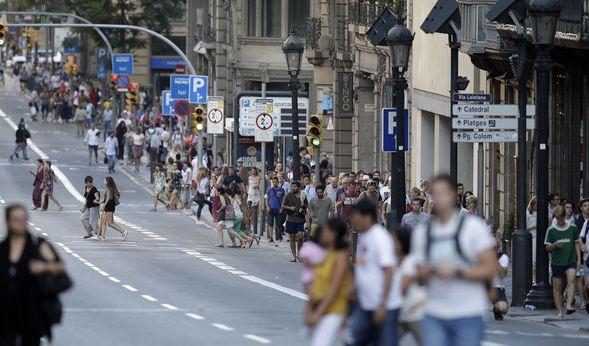 In der Stadt Cambrils rund 100 Kilometer südwestlich von Barcelona erschossen die Einsatzkräfte in der Nacht zu Freitag fünf mutmaßliche Terroristen. Sie sollen Sprengstoffgürtel getragen haben.