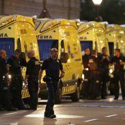 Nur wenige Stunden später werden in der Stadt Cambrils rund 100 Kilometer südwestlich von Barcelona fünf mutmaßliche Terroristen von der Polizei erschossen.