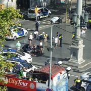 Nach spanischen Medienangaben seien die Täter in einem Wagen von der Polizei kontrolliert worden.