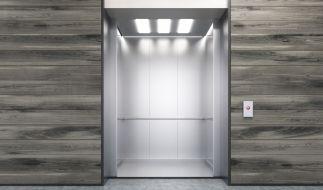 Ein Fahrstuhl im Krankenhaus wurde einer Frau zum Verhängnis. (Foto)
