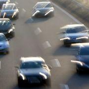 Ausgebremst! Illegales Autorennen auf Autobahn (Foto)