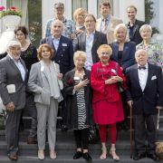 """Senta Berger, Mario Adorf und Co. flirten beim """"Speed Dating für Senioren"""" (Foto)"""