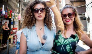 Echte Busenfreundinnen: Leila Lowfire und Ines Anioli (Foto)