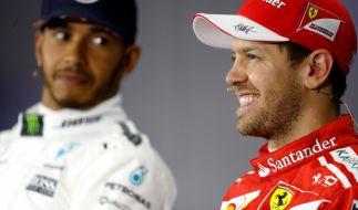 Das Duell zwischen Lewis Hamilton (li.) und Sebastian Vettel ist auch das ewig währende Kräftemessen zwischen Mercedes und Ferrari. (Foto)