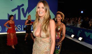 Heidi Klum sorgte mit einem gewagten Dekolleté bei den Video Music Awards 2017 für Aufsehen. (Foto)