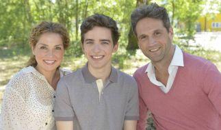 Oliver Franck alias Martin Ahrens (rechts) mit seiner GZSZ-Familie Nina Ahrens (Maria Wedig) und Sohn Luis (Maximilian Braun). (Foto)