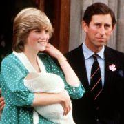 Haben Prinz Harry und William eine geheime Schwester? (Foto)