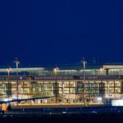 Vollbesetzte Flugzeuge landen am BER (Foto)