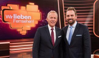 """""""Wir lieben Fernsehen! - Unsere größten Sporthelden"""": Die Moderatoren Steven Gätjen und Johannes B. Kerner. (Foto)"""