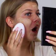 Youtuberin schminkt sich mit Vibrator (Foto)