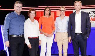 Moderator Claus Strunz mit (v.l.n.r.): Linke-Chefin Katja Kipping, Grünen-Spitzenkandidatin Katrin Göring-Eckardt, AfD-Spitzenkandidatin Alice Weidel und FDP-Chef Christian Lindner. (Foto)