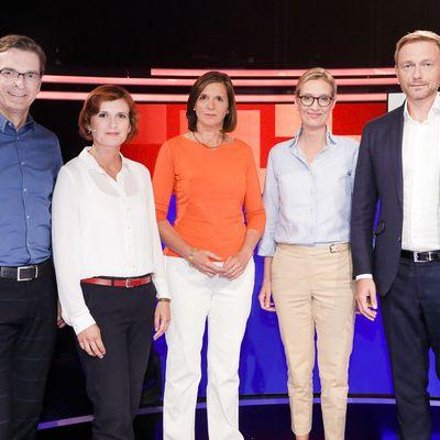 Christian Lindner (FDP) von Alice Weidel (AfD) angeflirtet (Foto)