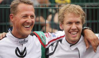 Formel-1-Legende Michael Schumacher und aktueller Ferrari-Pilot Sebastian Vettel im Jahr 2011. (Foto)