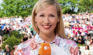 """Andrea Kiewel präsentiert auch an diesem Sonntag wieder ihren """"ZDF Fernsehgarten"""" live vom Mainzer Lerchenberg. (Foto)"""