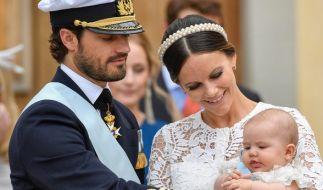 Prinzessin Sofia und Prinz Carl Philip von Schweden mit ihrem Erstgeborenen, Prinz Alexander. (Foto)