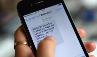 Damit sich Geschlechtskrankenheiten nicht weiter ausbreiten, sollten Sexpartner über einer Infektion frühzeitig informiert werden. Das geht auch per SMS. (Foto)
