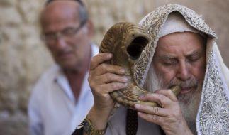 Zum jüdischen Neujahrsfest wird traditionell ein Schofar, das Horn eines Widders geblasen. (Symbolbild) (Foto)
