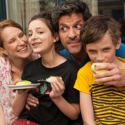 Teenie Clara wird flügge - und macht Vater Jan das Leben zur Hölle (Foto)