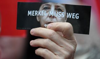 Angela Merkel wurde in Brandenburg mit dem Hitlergruß empfangen. (Foto)