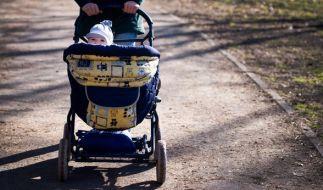 Viel Glück hatte ein Säugling, als er in Bochum aus dem Kinderwagen kletterte. (Foto)