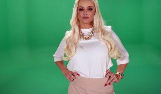 Die blonde Wallemähne ist das Markenzeichen von Daniela Katzenberger. (Foto)