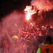 Köln-Chaoten wollen Stadion stürmen und prügeln auf Ordner ein (Foto)