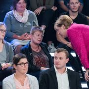 In der Mediathek: Putzfrau bringt Kanzlerin in Bedrängnis (Foto)