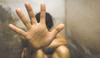 Eine 14-Jährige wurde von 40 Männern vergewaltigt. (Symbolbild) (Foto)