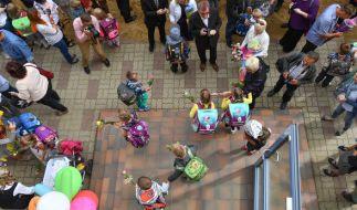 Die Eltern im Berliner Stadtteil Friedenau sind besorgt - ein Kinderschänder belästigt ihre Kinder. (Symbolbild) (Foto)