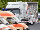 Ein Schleuser-Lastwagen mit irakischen Flüchtlingsfamilien auf der Ladefläche wird auf der Autobahn in Brandenburg angehalten. (Foto)