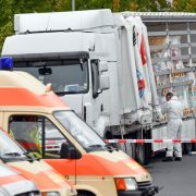 Polizei stoppt Schleuser-Lastwagen mit 51 Flüchtlingen in Brandenburg (Foto)