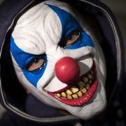 Vater jagt Tochter mit Clownsmaske! Nachbar schießt (Foto)