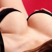 """Ausgeknockt! """"Playboy""""-Model von eigenen Brüsten K.o. geschlagen (Foto)"""