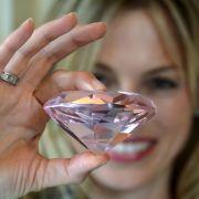 """Dr. Elisabeth Nüdling ist Schmuckhändlerin, Gutachterin und Expertin für Diamanten und neu im Team von """"Bares für Rares"""". (Foto)"""