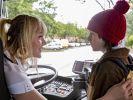 Ein ungleiches Gespann: Busfahrerin Debbie Höffner (Alwara Höfels) und ihr Sohn Jerôme (Maximilian Ehrenreich). (Foto)