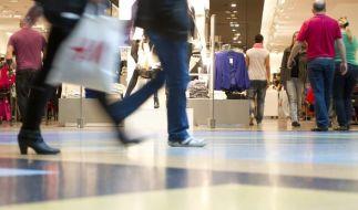 Der verkaufsoffene Sonntag lässt im Einzelhandel die Kassen klingeln (Symbolbild). (Foto)