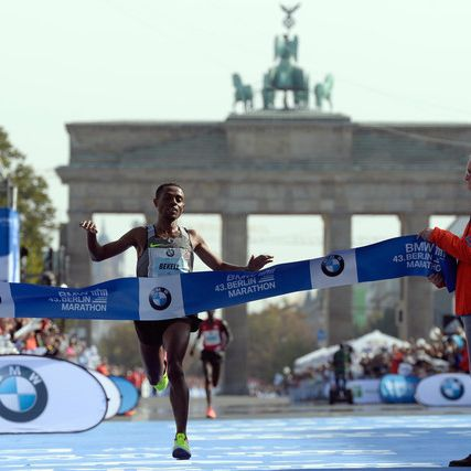 Kipchoge gewinnt Berlin-Marathon - Pflieger muss vorzeitig aufgeben (Foto)