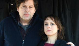Eva Löbau (r) mit Schauspielkollege Hans-Jochen Wagner (r). (Foto)