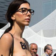 HIER hat die Nackt-Künstlerin Sex in aller Öffentlichkeit (Foto)