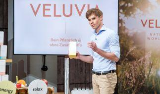 """Jörn-Marc Vogler stellt sein Nahrungsergänzungsmittel """"Veluvia"""" vor. (Foto)"""