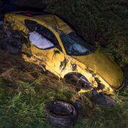 Überschlag mit Sportwagen auf der Autobahn - zwei Schwerverletzte (Foto)