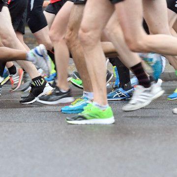 EI-liger Sportler! Marathonläufer rutscht Gemächt aus der Hose (Foto)