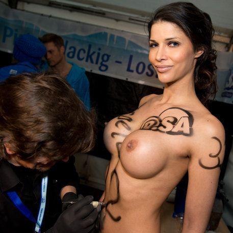 Splitternackte Straftat! Für diese Venus-Werbung winkt ihr ein dickes Bußgeld (Foto)