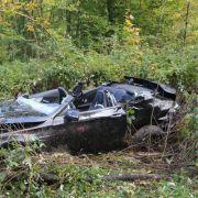 Auto bei Horror-Crash zerfetzt - 2 Tote (Foto)