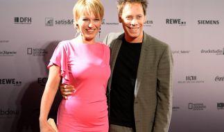 Andrea Ballschuh mit ihrem Mann Jem Atai. (Foto)