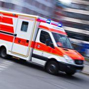 Auto rast in Toilettenwagen - Fahrer tot! (Foto)